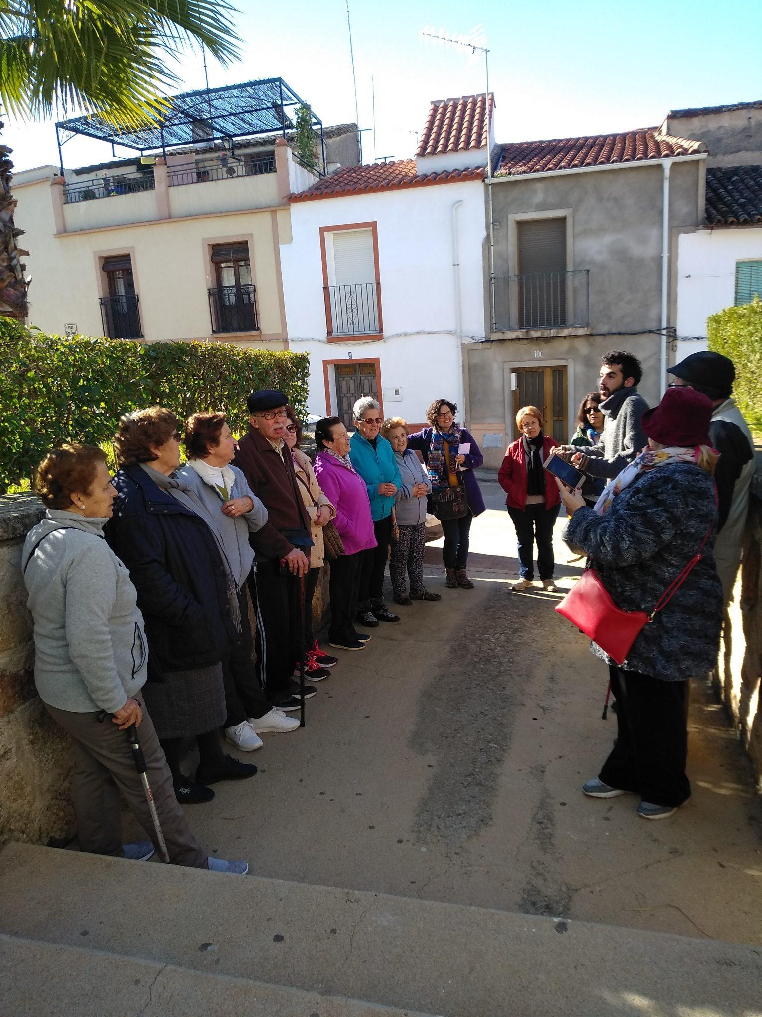 Paseo con el Centro de Mayores de Alburquerque (Proyecto Memoria de las Mujeres).